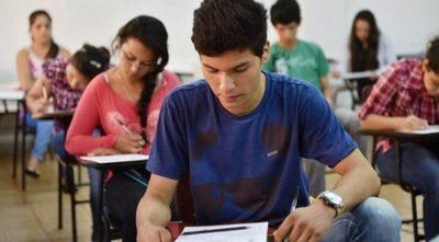 Universitarios denuncian exorbitante aumento de aranceles