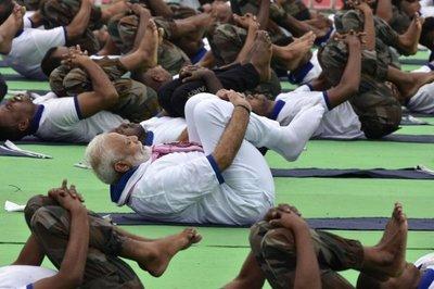 India celebra el Día Internacional del Yoga