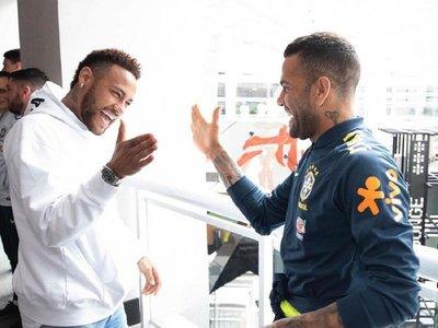 La visita de Neymar a sus compañeros