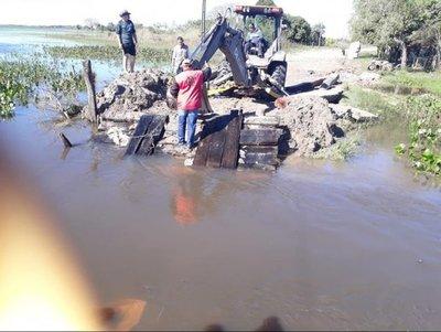 Reparan caminos en San Juan del Ñeembucú