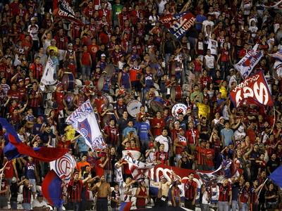Cerristas agotan las entradas de su sector para el juego en Argentina