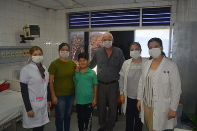 Dan alta médica a niño que recibió trasplante renal en IPS