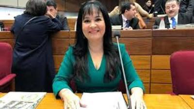 Colmo de caradurez: según María Eugenia Bajac parlamentarios ganan muy poco