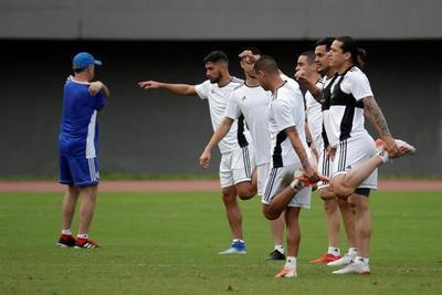 Albirroja entrena en Salvador con el equipo completo