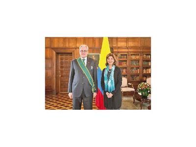 El Ejecutivo pide acuerdo para designar embajador en Chile