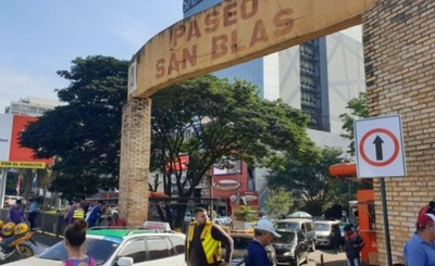 Taxistas y paseros se rehúsan a sentido único de Paseo San Blas