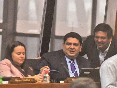 Esposa de diputado fue adjudicada con  obras por  G. 15.000  millones