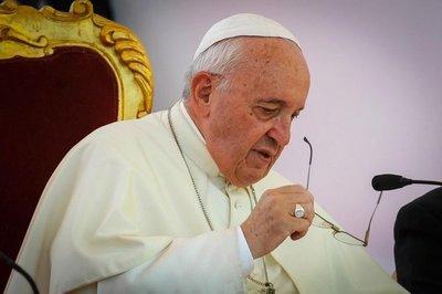 Papa critica la arrogancia y la ambición y defiende el compartir