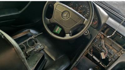 HOY / Tortoleros roban radio y parlantes de de un vehículo