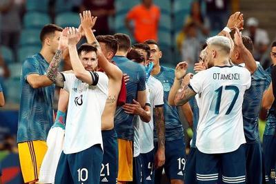 Argentina logra un triunfo contra Catar para pasar a cuartos