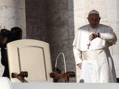 El Papa critica la arrogancia y la ambición, y defiende el compartir