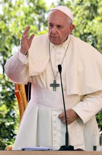 """Francisco critica la arrogancia y defiende """"el compartir"""""""