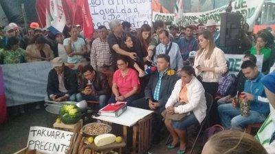 Campesinos denuncian que Gobierno les ignora