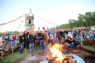 El primer torneo Latinoamericano de Domadores de Fuego en la feria Tata