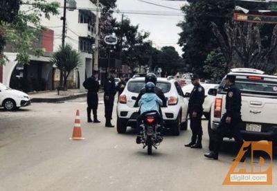 Policía realiza intensos controles para combatir la ola de crímenes que aún así no para