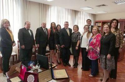 Ministra Bareiro de Módica recibió a representantes de la Asociación de Jueces