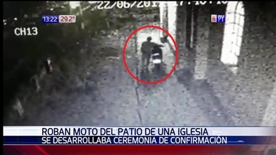 Aprovechó ceremonia religiosa para robar una moto