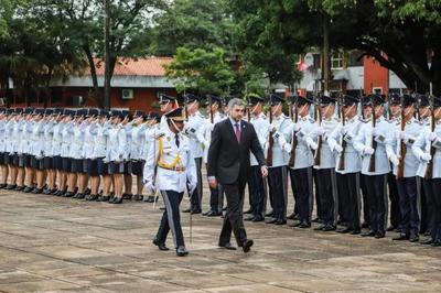 Jefe de Estado entrega bastón de mando a oficiales superiores de la Policía Nacional