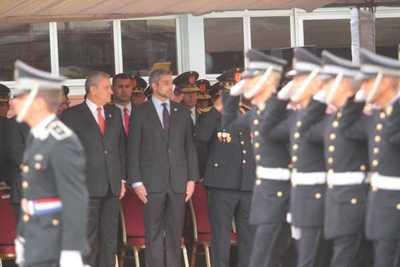 Presidente entregó bastones de mando a jefes policiales