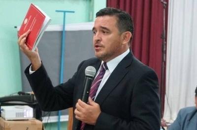 """HOY / Petta despidió a 100 docentes de educación inclusiva y """"voló"""" a los Estados Unidos"""