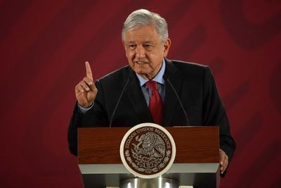 México no detiene a migrantes en frontera con EEUU, dice AMLO