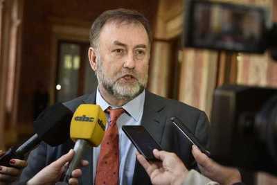 Ministro pedirá que Contraloría audite su gestión y publique su declaración jurada