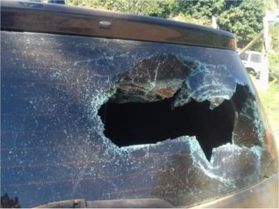 Acusan a concejal de destrozar el auto de su ex