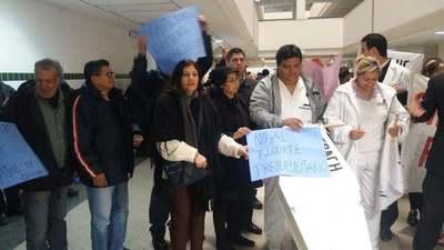 Funcionarios de Clínicas protestan contra el recorte presupuestario