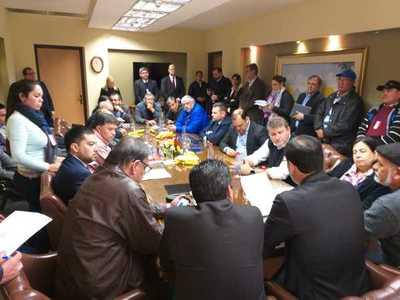 Pleno acuerdo entre Campesinos y Gobierno