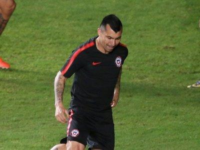 Medel entrena con normalidad y apunta a titular ante Colombia