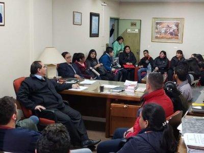 Luego de protestas, MEC recontrata a 40 de los casi 100 desvinculados