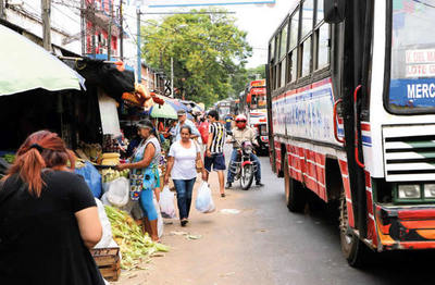Vendedores del mercado de San Lorenzo se manifiestan ante orden de desalojo