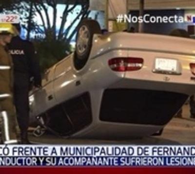 Heridos leves tras vuelco en Fernando de la Mora