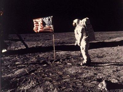 Sotheby's subastará las cintas en mejor estado de la llegada a la Luna