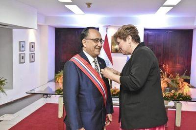 Condecoran al embajador panameño Hugo Moreno por servicios prestados