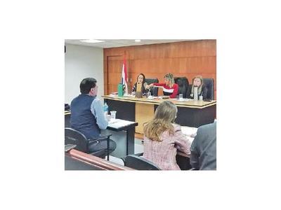 Ex ministro Riart se declara inocente en lesión de confianza
