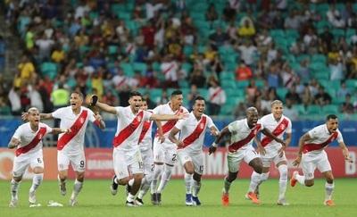 Perú gana en penales y está en semifinales