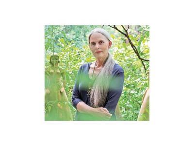 Ysanne: La artista que se sumerge  en el mágico entramado del piri