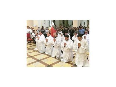 Nuevos diáconos son llamados a defender la unidad de la familia