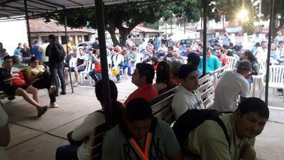 """Mucha gente para trámite a """"última hora"""" en Fernando de la Mora"""