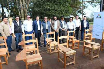 ITAIPU entregó 300 pupitres para instituciones educativas de Canindeyú