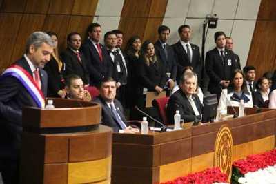 Abdo Benítez da primer informe ante Congreso y destacó la salud y educación