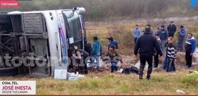 Accidente de bus deja más de una docena de fallecidos