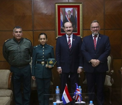 Cadete militar paraguaya estudiará en Gran Bretaña