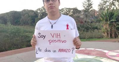 Dijeron que  tenían sida y  nadie les dio un abrazo…