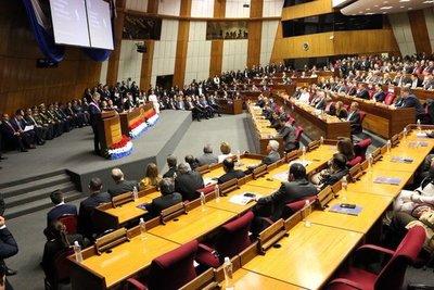 Informe de gestión genera opiniones dispares en parlamentarios