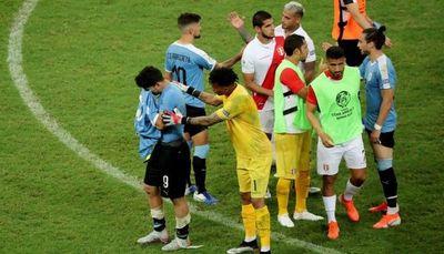 Caballerosidad y tristeza de los charrúas tras el partido por Copa América