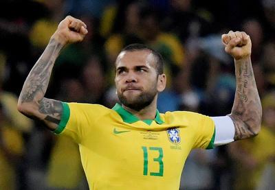 Felicidad inmensa en las figuras de Brasil: Alves y Jesús