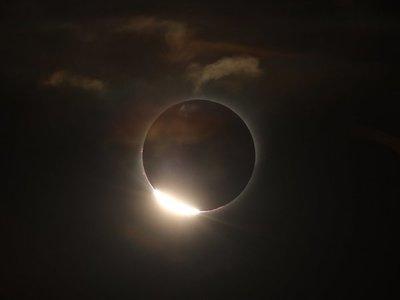 Lágrimas y aplausos reciben el eclipse que oscureció Sudamérica