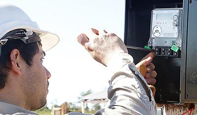 La ANDE evaluará a electricistas para otorgar matriculación este viernes